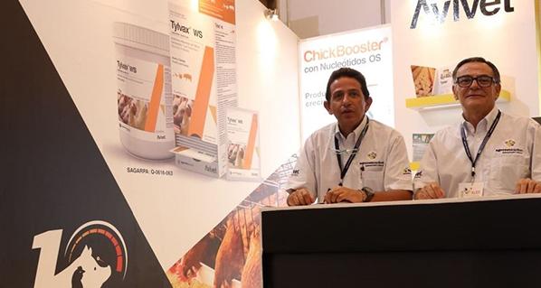 Avivet presente en gran evento avícola en México