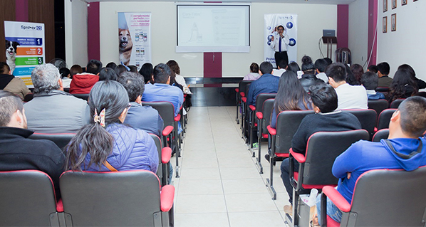 Evento PET Talks en Arequipa se realizó con gran convocatoria